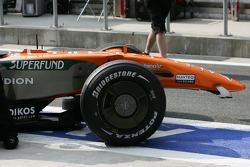 Adrian Sutil, Spyker F1 Team, F8-VII, nez manquant