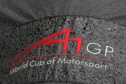 Logo A1GP sur une housse de pluie