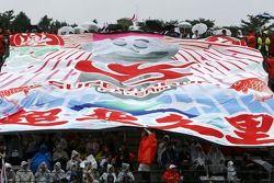 Fans avec une bannière Super Aguri F1 Team