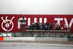 Photographes sur la tour de départ