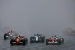 Adrian Sutil, Spyker F1 Team, F8-VII, Nico Rosberg, WilliamsF1 Team, FW29 et Ralf Schumacher, Toyota