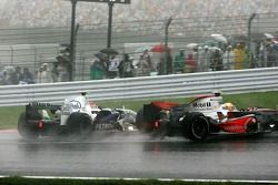 Robert Kubica, BMW Sauber F1 Team clashes with Lewis Hamilton, McLaren Mercedes