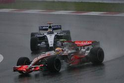 Lewis Hamilton, McLaren Mercedes, MP4-22 et Nico Rosberg, WilliamsF1 Team, FW29