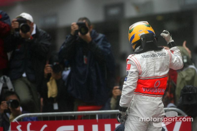 Ayrton Senna: Hamilton não cansa de exaltar a idolatria pelo piloto brasileiro. Mesmo após a conquista do hexa no último domingo, ele voltou seus pensamentos à infância, de quando sua madrasta o acordava para assistir as provas com o pai, acompanhado de um sanduíche de bacon.