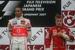 Podium: le vainqueur Lewis Hamilton et Kimi Raikkonen