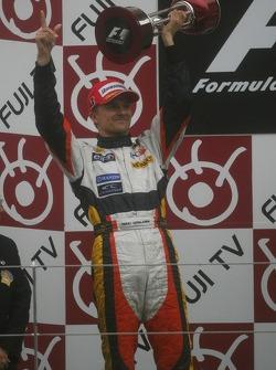 Seconde place Heikki Kovalainen, Renault F1 Team