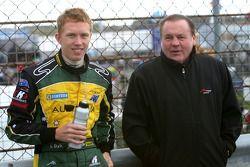 Ian Dyk, pilote A1 Equipe d'Australie, avec Alan Jones, titulaire du siège A1 Equipe d'Australie