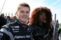 Jonny Reid, pilote A1 Equipe de Nouvelle Zélande et les jeunes femmes de la grille