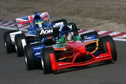 Adrian Zaugg, pilote A1 Team South Africa, devant Oliver Jarvis, pilote A1 Equipe de Grande Bretagne