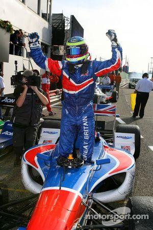 Le vainqueur Oliver Jarvis, pilote A1 Equipe de Grande Bretagne
