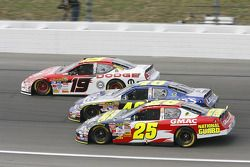 Casey Mears, Jimmie Johnson et Elliott Sadler