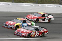 Carl Edwards, David Gilliland et Elliott Sadler
