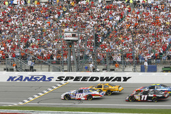 Matt Kenseth and Scott Riggs lead the field to the green flag