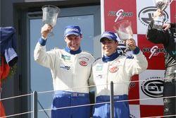 Podium GT1: les gagnants et champions de la Coupe Citation Ben Aucott et Stéphane Daoudi