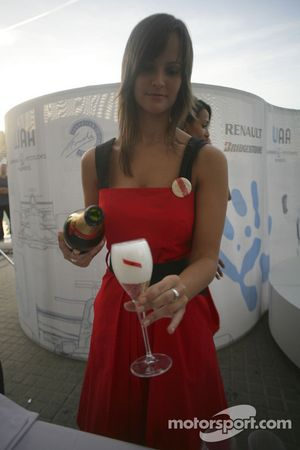 Mumm champagne is served to guest