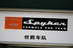 Panneau de voie des stands Spyker F1 Team