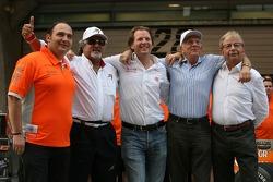 l-r, Colin Kolles, Spyker F1 Team, Takım Patronu, Dr Vijay Mallya, Kingfisher, Michiel Mol, Direktör