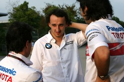 Robert Kubica, BMW Sauber F1 Team, ve Toyota Racing mechanics