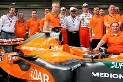 l-r, Michiel Mol, Spyker, Mike Gascoyne, Spyker F1 Team, Chief Technology Officer, Sakon Yamamoto, S