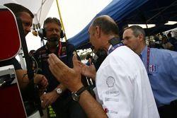 Dr. Wolfgang Ullrich demande à Michael Peterson et Dave White si Audi peut compter sur le retour de