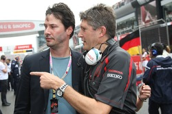 Keanu laborea, agente, con Nick Fry, Honda Racing F1 Team, Director Ejecutivo