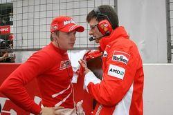 Kimi Raikkonen, Scuderia Ferrari, Chris Dyer, Scuderia Ferrari, Track Engineer of Kimi Raikkonen- Formula 1 World Championship, Rd 16, Chinese Grand Prix, Sunday Pre-Race Grid