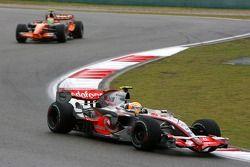 Lewis Hamilton, McLaren Mercedes, Sakon Yamamoto, Spyker F1 Team
