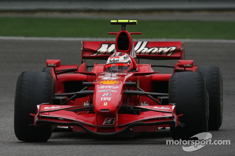 Kimi Raikkonen, Scuderia Ferrari F2007, neumáticos gravemente desgastados