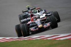 Vitantonio Liuzzi, Scuderia Toro Rosso, Nick Heidfeld, BMW Sauber F1 Team