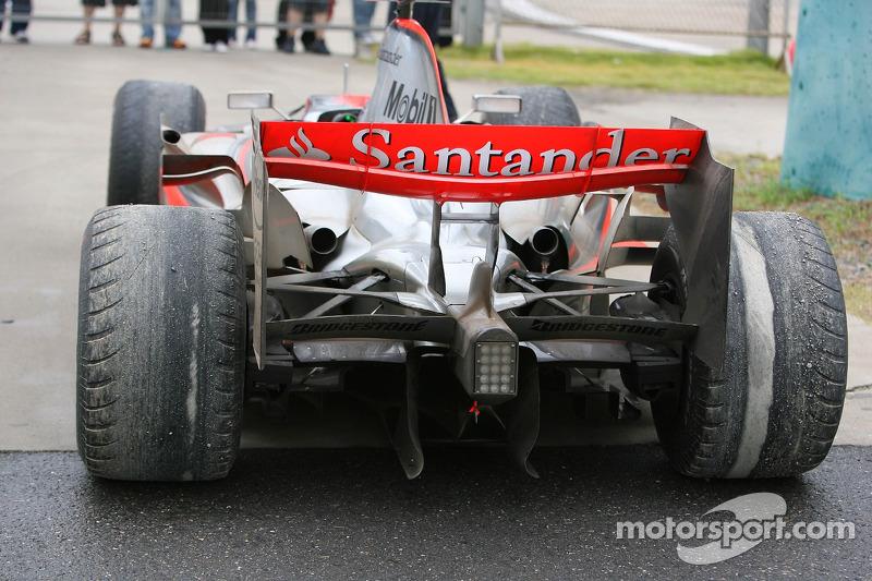 Lewis Hamilton'ın pite girerken yarış dışı kalması