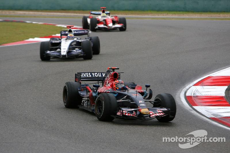 Vitantonio Liuzzi, Scuderia Toro Rosso. Nico Rosberg, WilliamsF1 Team
