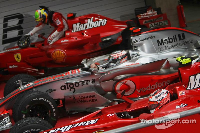 3er lugar Felipe Massa, Scuderia Ferrari con 2do lugar Fernando Alonso, McLaren Mercedes y 1 º lugar Kimi Raikkonen, Scuderia Ferrari