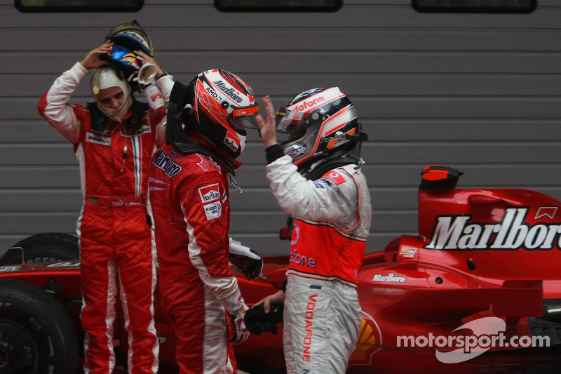 Felipe Massa, Scuderia Ferrari con 2do lugar Fernando Alonso, McLaren Mercedes y 1 º lugar Kimi Raik