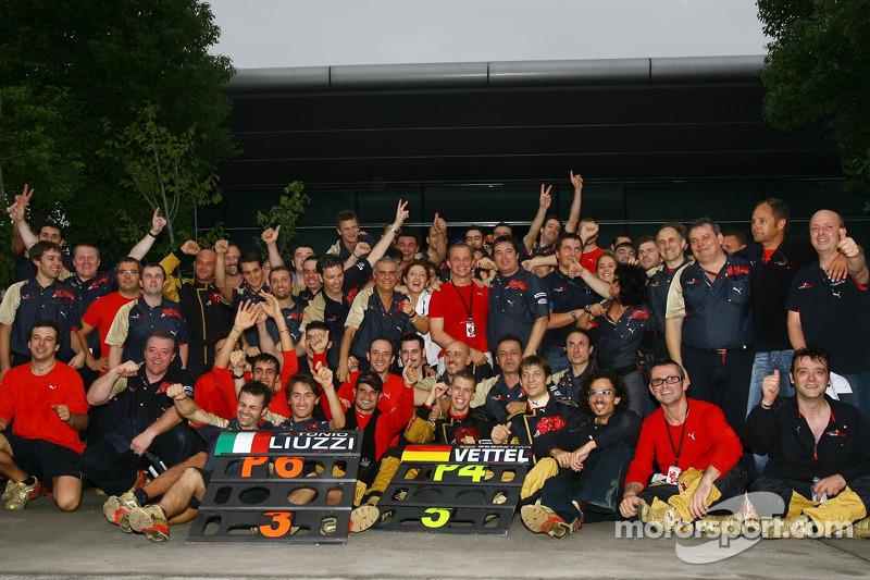 Scuderia Toro Rosso, Sebastian Vettel y Vitantonio Liuzzi Scuderia Toro Rosso terminó 4 º y 6 º resp