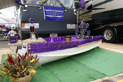 Les amateurs de course décorent leur camping car pour le concours de la Couronne royale à Talladega