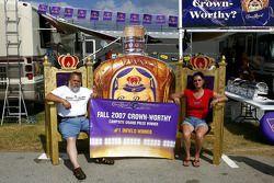Les grands gagnants du concours de décoration de Camping car parrainés par Crown Royal à Talladega