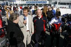 Live television interview of the ARD by Claus Lufen with Norbert Haug, Sporting Director Mercedes-Be