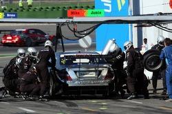 Pit stop for Mika Hakkinen, Team HWA AMG Mercedes, AMG Mercedes C-Klasse
