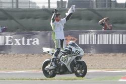 James Toseland celebra su nuevo título antes de ir a Moto GP