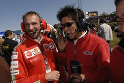 Equipo de Ducati Marlboro en el inicio de la parrilla
