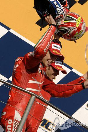 Podio: ganador de la carrera Casey Stoner