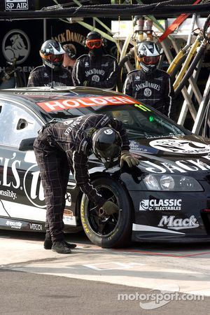 Checking the tyres