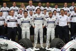 BMW Sauber F1 Team group picture: Willy Rampf, BMW-Sauber, Teknik Direktörü, Timo Glock, Test Pilotu