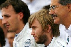 BMW Sauber F1 Team group picture: Dr. Mario Theissen, BMW Sauber F1 Team, BMW Motorsport Direktör, N