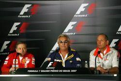 Conférence de presse FIA: Jean Todt, Scuderia Ferrari, Ferrari CEO, Flavio Briatore, Renault F1 Team, chef d'équipe, Directeur général et Ron Dennis, McLaren, Team Principal, président