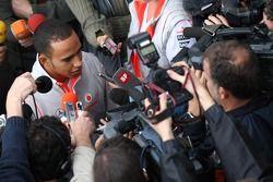 Lewis Hamilton, McLaren Mercedes avec les médias