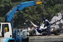 Robert Kubica, BMW Sauber F1 Team, F1.07, stopped on track