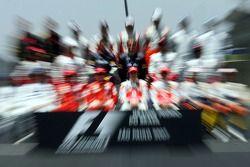 end, season group photo: Fernando Alonso, McLaren Mercedes