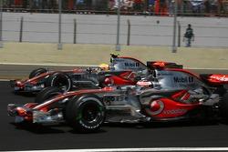 Départ : Fernando Alonso, McLaren Mercedes, MP4-22 et Lewis Hamilton, McLaren Mercedes, MP4-22