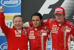 Podium: racewinnaar en 2007-wereldkampioen Kimi Raikkonen, tweede plaats Felipe Massa, en Jean Todt
